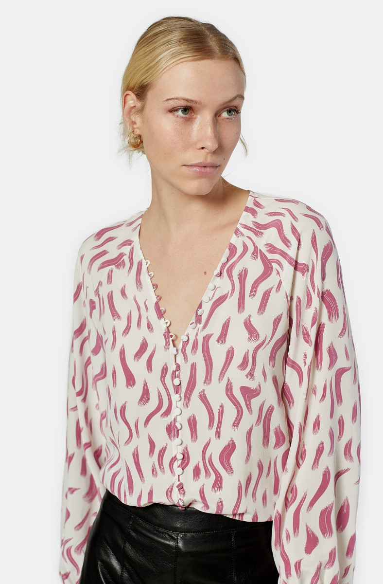 Joie: Up to 70% off July 4th sale!