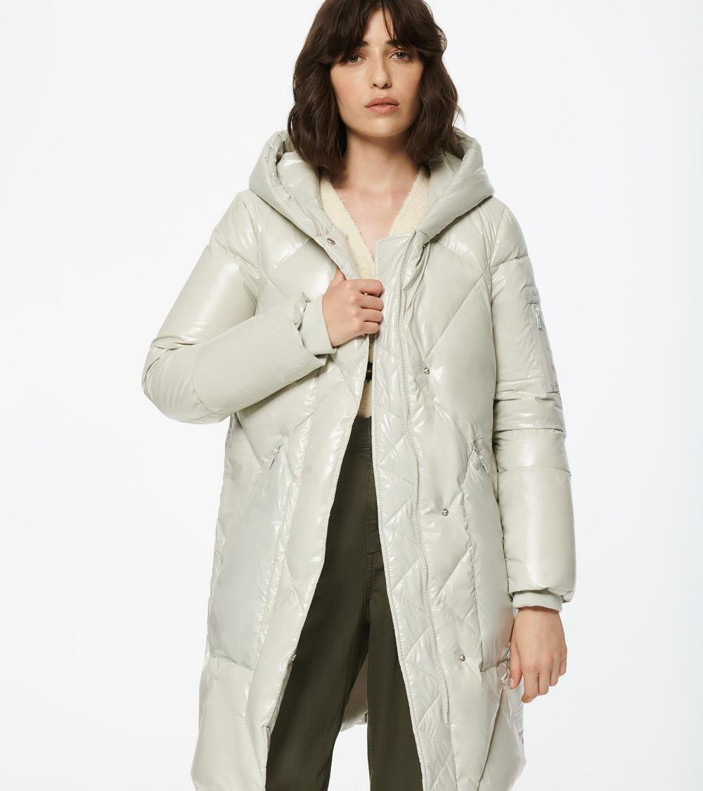 Andrew Mark: Extra 25% off sale styles