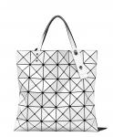 ISEXCERPT:Bloomingdale's 每$125减$25. 白色6格包包$350.